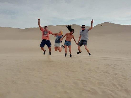 Callao, Perú: Nuestros turistas disfrutando de las dunas la huacachina Ica-Peru
