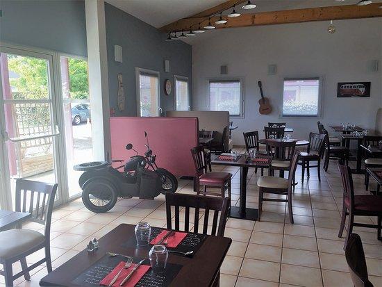 Ibos, France: salle du restaurant