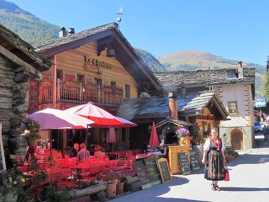 Evolene, Switzerland: Chez Raymonde - Au Vieux Mazot à Évolène