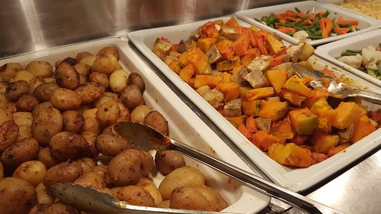 Whitby's Restaurant & Bar: Beautifully steamed veges and roasted potatoes, kumara and pumpkin