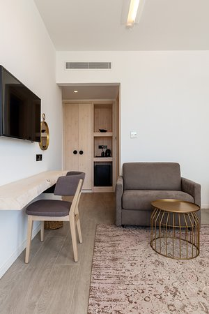 Abacus Suites: DOUBLE DELUXE SUITE