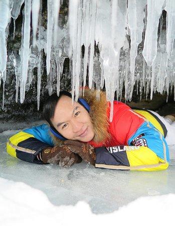Khuzhir, روسيا: ความงดงามของผลึกน้ำแข็งที่ห้อยระย้าลงมาเหล่านี้ ช่างเป็น ปฏิมากรรมแห่งความเยือกแข็งที่สลักเสลาความงามจากธรรมชาติ อันสุดแสนจะน่าทึ่งสุดๆจริงๆครับ