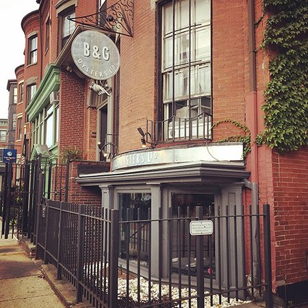 Charming and friendly oyster bar in Boston