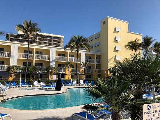 Highland Beach, FL: Guests can be accommodated in pool facing or ocean facing rooms or a view to the north.