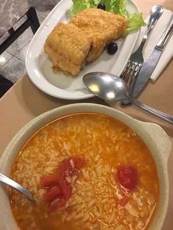 Bacalhau frito com arroz de tomate