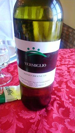 Viguzzolo, Italy: vino bianco fermo la maddalena
