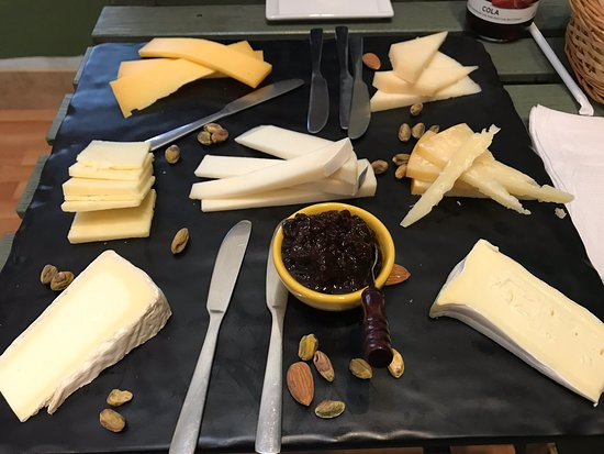 New Paltz, NY: Enjoyed the cheese board at the Cheese Plate.