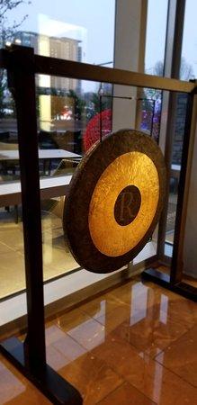Whiskey Moon: Bang a gong!