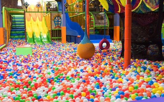 Glen Waverley, ออสเตรเลีย: Ball Pool - Rainbow Town play centre