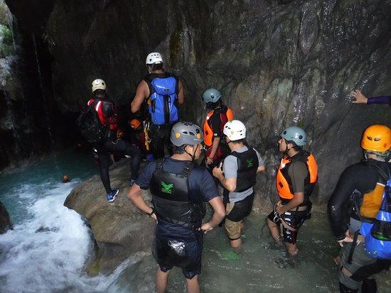 Matacan de abajo, apunto e entrar a la 2a cueva