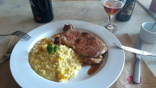 Botequim Sapucai: Almoço executivo a bons preços durante a semana.