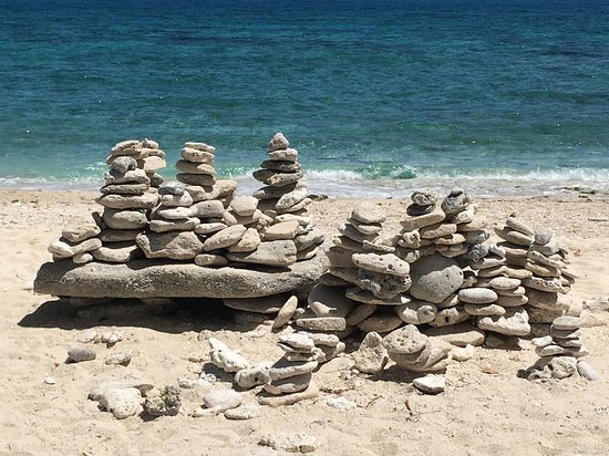 Islas de Gigantes, Philippines: One of the scenic islands in Gigantes has a lot of these stone crafts in the beach for photo opportunities for tourists.