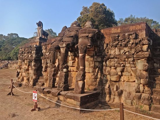 prasat Elephant Temple in angkor thom city
