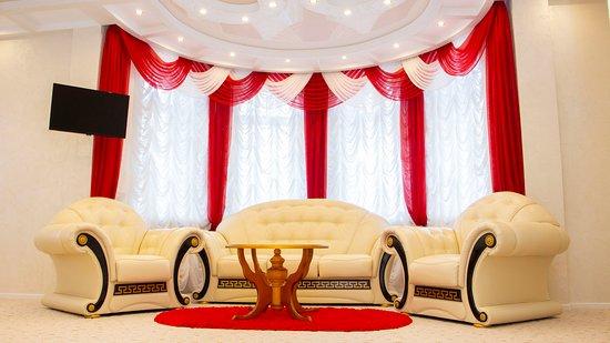 Прекрасный номер Люкс для молодоженов, в котором Вам будет комфортно провести первую брачную ночь.