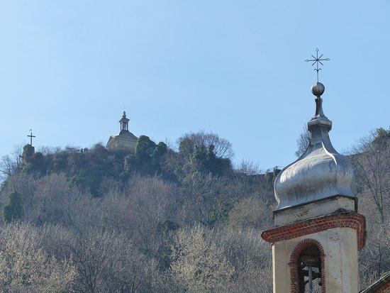 Comune di Cavour: La rocca dal paese