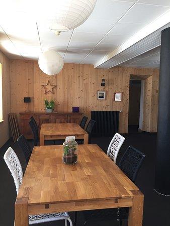 Le Chaffal, France: Notre table d'hôtes. C'est là que se prennent dîner et petit déjeuner