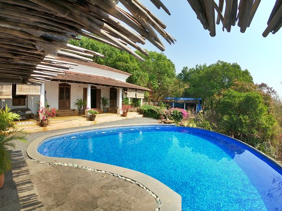 Capella Forest Retreat & Homestay, Hotels in Chandor