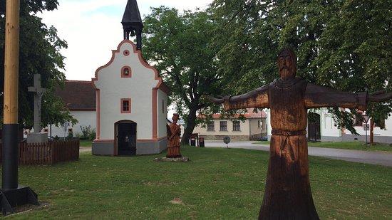 Holasovice, Czech Republic: 村の教会