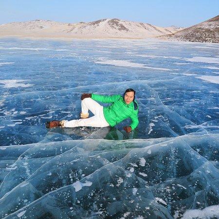 Khuzhir, روسيا: ปัจจุบันด้วยสภาวะโลกร้อนที่มีผลกระทบต่อการละลายตัวของน้ำแข็งที่เร็วขึ้นอย่างน่าใจหาย จึงทำให้ปรากฏการณ์นี้น้อยลงครับ สำหรับท่านที่อยากเดินทางมาชื่นชมความงดงามของ ไข่มุกแห่งไบคาล ที่สถานที่เที่ยวแห่งนี้ ข้าพเจ้าแนะนำว่า มาก่อนเดือนมีนาคม เพราะถ้าท่านมาหลังเดือนมีนาคม น้ำแข็งในทะเลสาบไบคาลเริ่มละลายแล้ว ดังนั้นจะไม่สามารถขับขี่รถมาเที่ยวชมความงดงามของสถานที่แห่งนี้ได้ครับ
