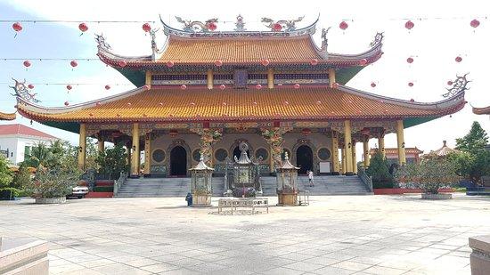 Lian Hua San Ching Tien Temple