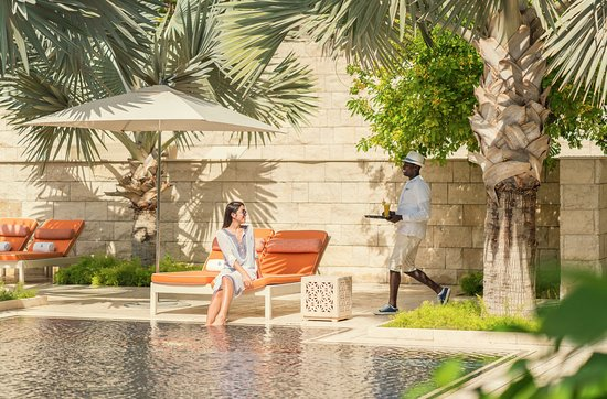 Azure Pool - Picture of Four Seasons Hotel Bahrain Bay