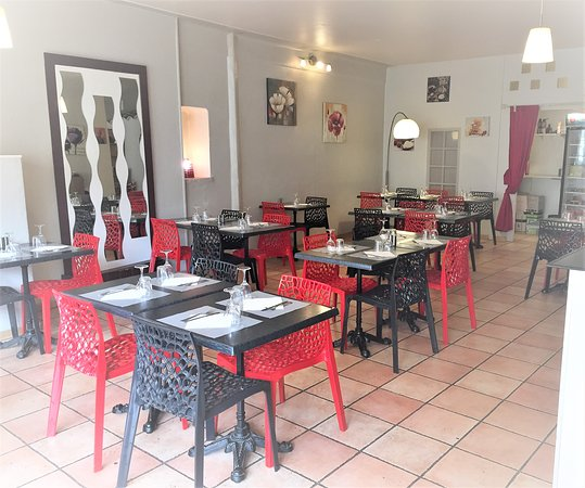 Meyrargues, France : Salle de restaurant