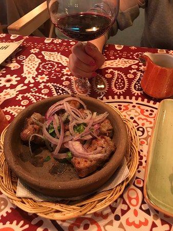 Были здесь с женой три раза за время отпуска. Все очень понравилось: хачапури по аджарски, хинкали, люля, чача, вино. Шашлык из телятины очень мягкий. Цены ресторанные.