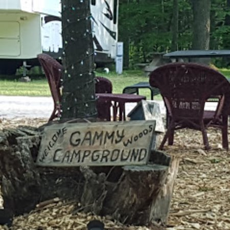 Weidman, MI: Seating outside the Ice cream shop.