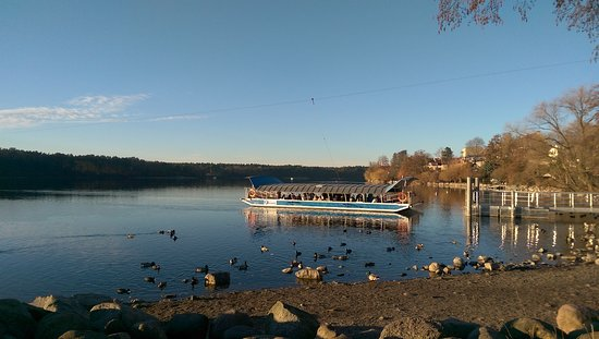 Strausberg, Allemagne : Straussee ferry in the afternoon sun