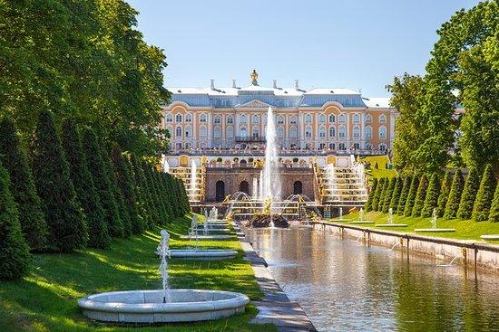Peterhof Palace og fontener med...