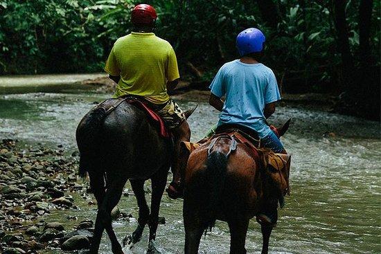 瀑布骑马从曼努埃尔安东尼奥