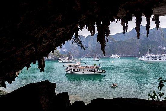 Tour di isole e grotte di Halong Bay