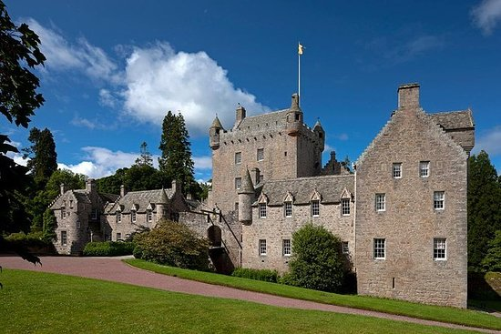 Cawdor Castle, Clava cairns and...