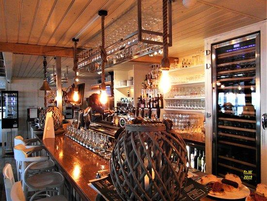 Muiderberg, The Netherlands: De bar van restaurant De Zeemeeuw .