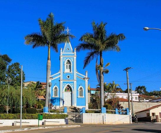 Lagoa Dourada, MG: Igreja Católica na estrada para São João Del Rey.