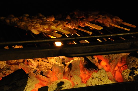 Restaurant The City: Charcoal Grill of chicken and lamb skewers