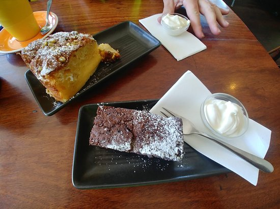 Vancouver Street Cafe: Brownie and Souffra Cake