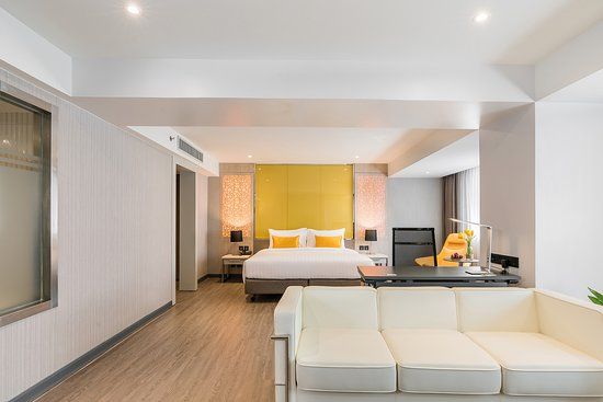Interior - Hotel Verve: Executive Suite : Complimentary High-Speed Internet Access