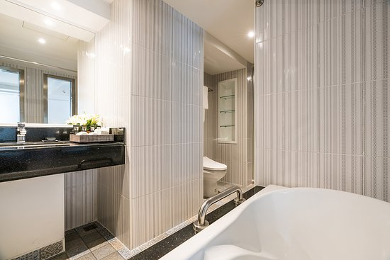 Seperate bathtub and shower have Japanese bidet in Executive Suite Room