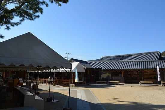 Michi-no-Eki Kumano Hananoiwaya
