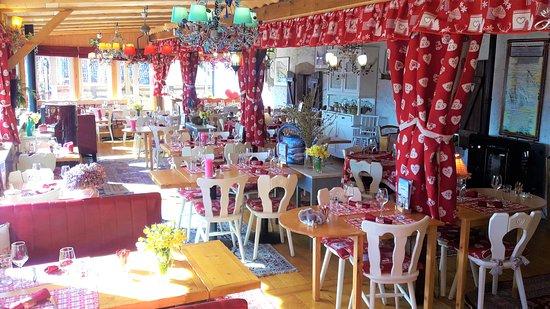 Salle De Restaurant Et De Petit Déjeuner Pour Le Demi