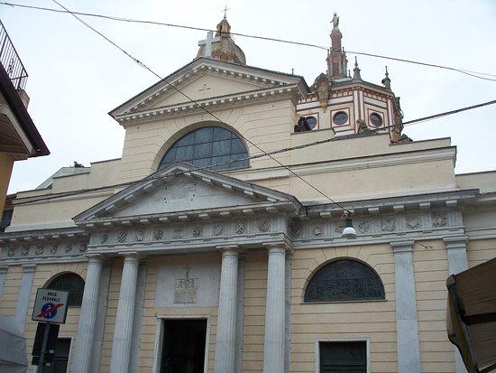 Basilica dei Santi Gervasio e Protasio: facciata