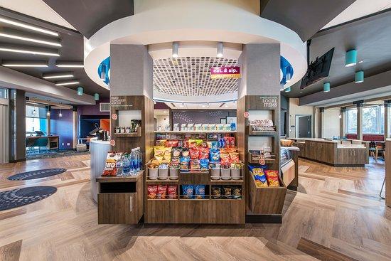 24/7 Eat & Sip Market in Hotel Lobby