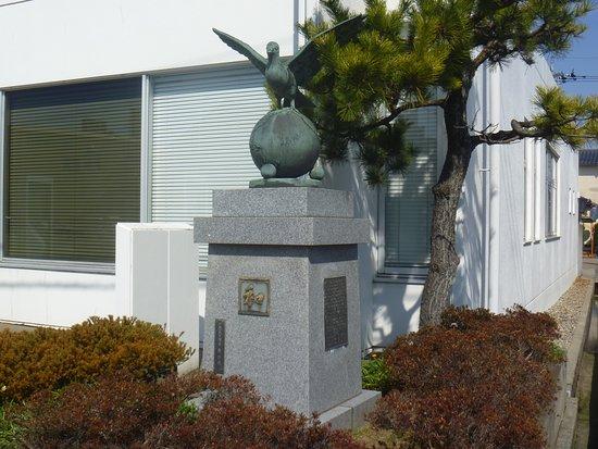 Wa Statue