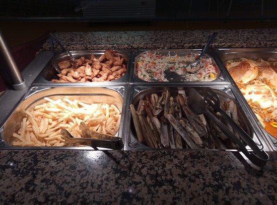 Fene, Spain: tiras de pollo, arroz tres delicias, patatas fritas, navajas