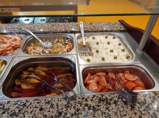Fene, Spain: mejillones en vinagreta, ensaladilla, jureles escabechados, tomate