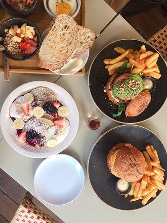 * Have a wonderful day ~! . . 📸#그레인 은  여전히 오늘도 변함없이  신선한 재료들로만 준비하여 활짝 열어두겠습니다.  9am-8pm Last order | 7pm . 23, Donggyo-ro 46-gil, Mapo-gu, Seoul . . #brunch#pressedjuice#yunnam#seoul#grain#grainseoul#korea#soulfood#Breakfast #ブランチ #早午餐 #그레인서울#연남동그레인#연남동브런치#브런치#브런치카페#먹스타그램#카페#게스트하우스#조식#맛스타그램#연남동핫플