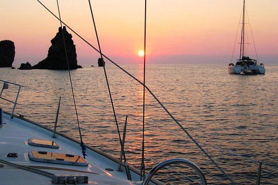 HOLIDAYS IN A SAILING BOAT AT THE...