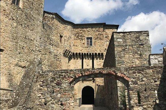 Entrada de Castillo de Bardi
