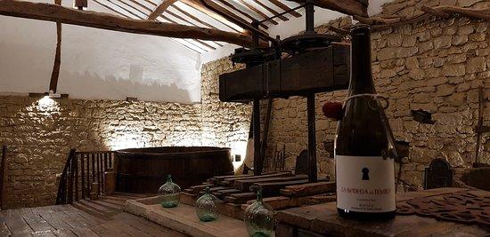 Cuzcurrita de Rio Tiron, Spagna: Una bodega del siglo XIX restaurada para el enoturismo del siglo XXI